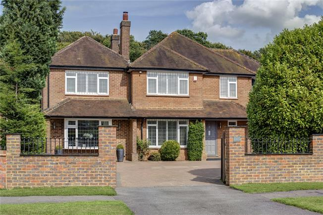 Guide Price £1,150,000, 5 Bedroom Detached House For Sale in High Wycombe, Buckinghams, HP15