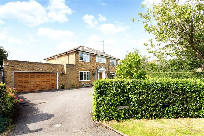 Guide Price £850,000, 4 Bedroom Detached House For Sale in Speen, HP27