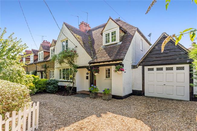 Guide Price £635,000, 4 Bedroom House For Sale in Prestwood, HP16