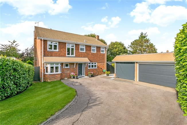 Guide Price £899,950, 4 Bedroom Detached House For Sale in Great Missenden, Buckingh, HP16