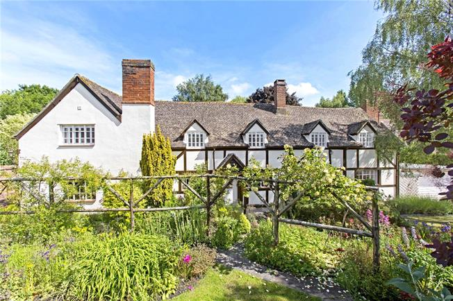 Guide Price £1,275,000, 5 Bedroom Detached House For Sale in Twyning, GL20