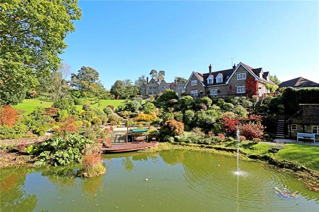 Guide Price £1,250,000, 4 Bedroom Detached House For Sale in East Grinstead, West Suss, RH19