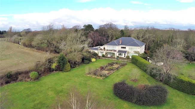 Guide Price £1,695,000, 5 Bedroom Detached House For Sale in Runcton, PO20