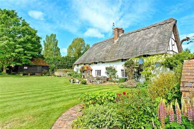 Guide Price £1,399,000, 4 Bedroom Detached House For Sale in Thame, OX9