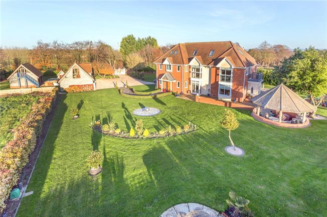 Guide Price £1,475,000, 8 Bedroom Detached House For Sale in Didcot, Oxfordshire, OX11