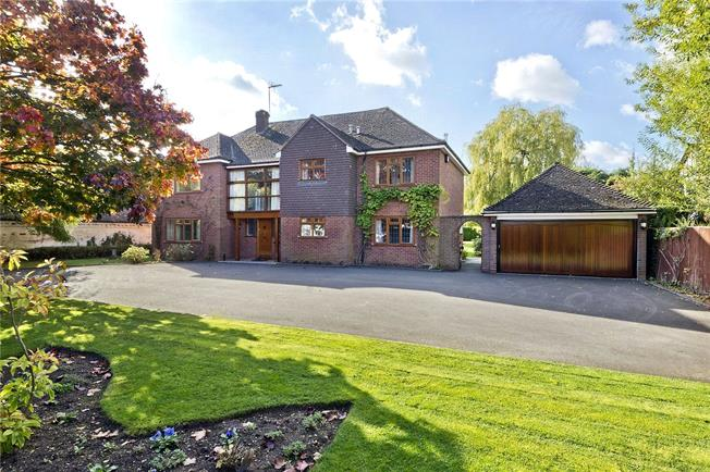 Guide Price £995,000, 5 Bedroom Detached House For Sale in Shottery, CV37