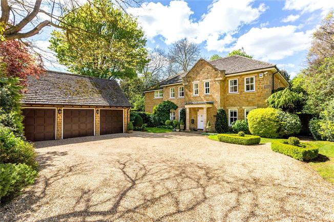 Guide Price £1,250,000, 5 Bedroom Detached House For Sale in Adderbury, OX17