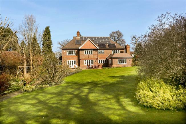 Guide Price £2,350,000, 5 Bedroom Detached House For Sale in Kingswood, KT20