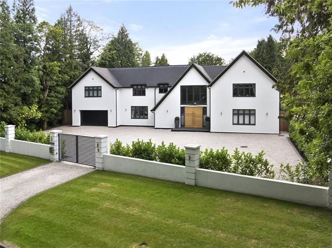Guide Price £2,000,000, 5 Bedroom Detached House For Sale in Chipstead, CR5