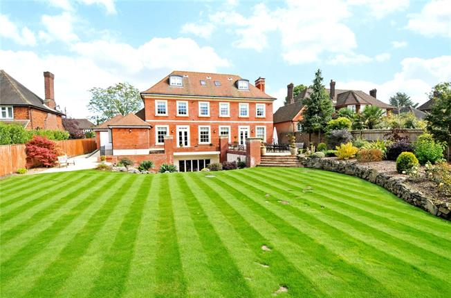 Guide Price £3,250,000, 6 Bedroom Detached House For Sale in Cheam, SM2