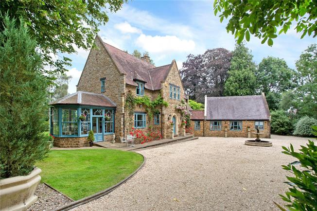Guide Price £1,500,000, 5 Bedroom Detached House For Sale in Northamptonshire, NN11