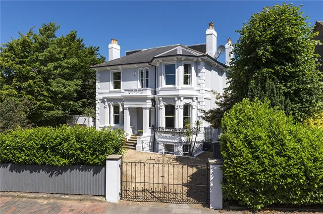 Guide Price £2,250,000, 6 Bedroom Detached House For Sale in Tunbridge Wells, TN1