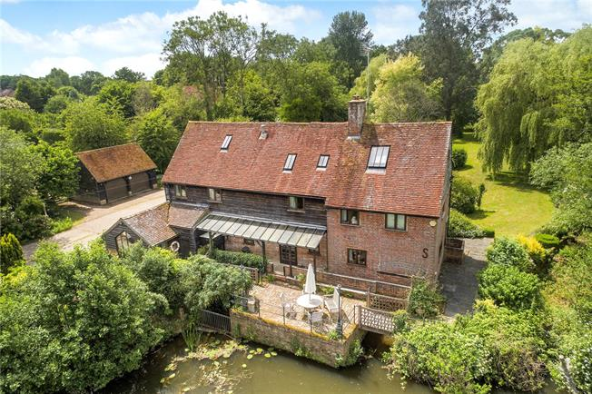Guide Price £1,550,000, 6 Bedroom Detached House For Sale in Horsham, West Sussex, RH12
