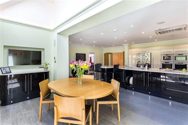 Guide Price £1,495,000, 5 Bedroom Detached House For Sale in Garsington, OX44