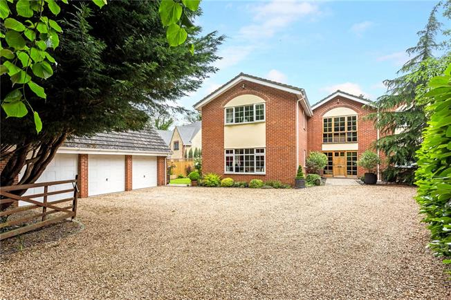Guide Price £999,999, 5 Bedroom Detached House For Sale in Appleford, OX14