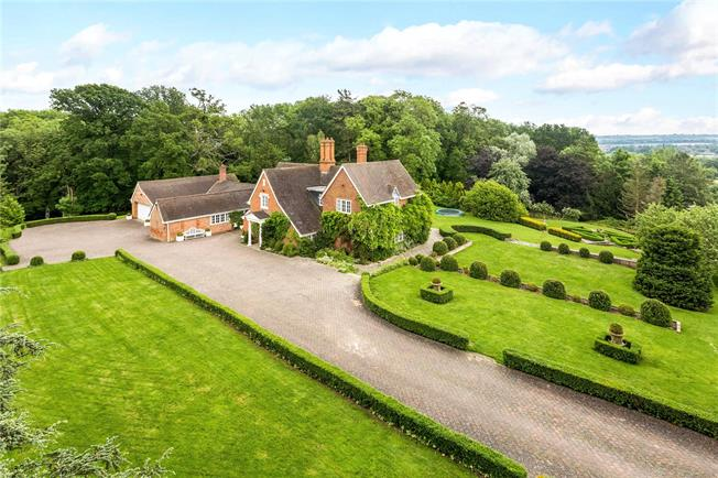 Guide Price £2,650,000, 6 Bedroom Detached House For Sale in Stratford-upon-Avon, CV37
