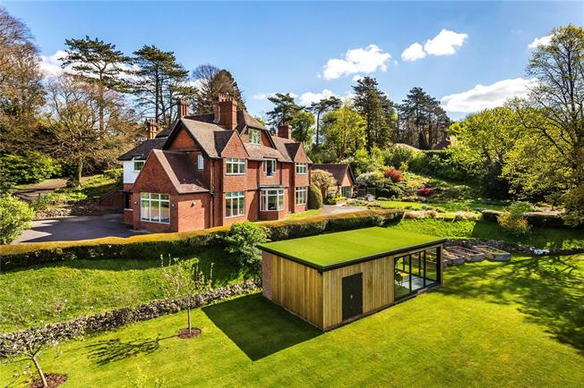Guide Price £2,500,000, 6 Bedroom Detached House For Sale in Woldingham, CR3