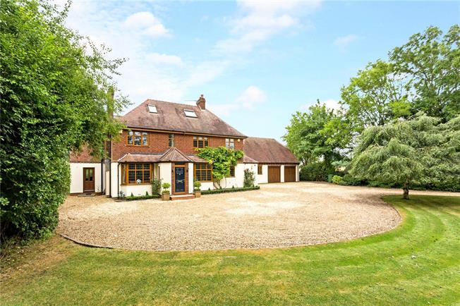 Guide Price £1,350,000, 6 Bedroom Detached House For Sale in Ettington, CV37
