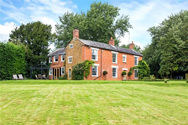 Guide Price £1,195,000, 6 Bedroom Land For Sale in Warwickshire, OX17