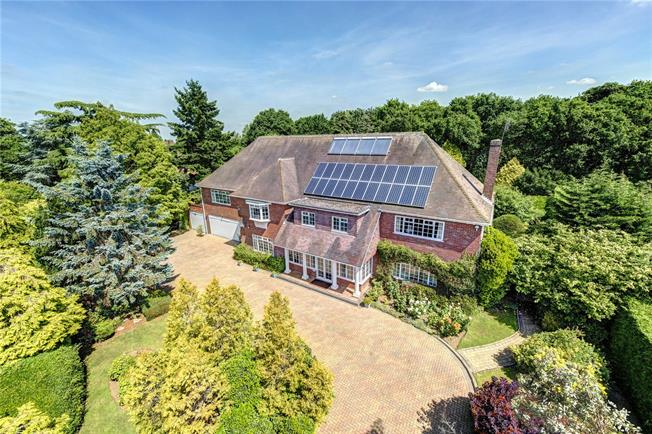 Guide Price £2,250,000, 6 Bedroom Detached House For Sale in Rickmansworth, WD3