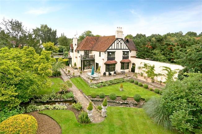Guide Price £2,950,000, 7 Bedroom Detached House For Sale in Hunton Bridge, WD4