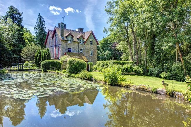 Guide Price £2,250,000, 6 Bedroom Detached House For Sale in Hertfordshire, WD17
