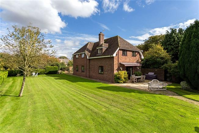 Guide Price £1,200,000, 5 Bedroom Detached House For Sale in Broad Hinton, SN4