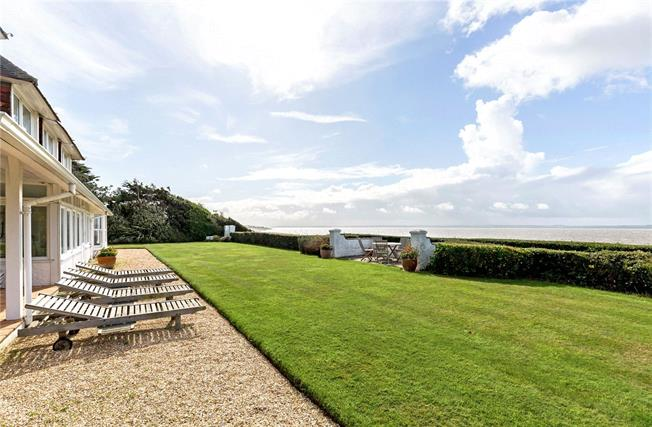 Guide Price £1,900,000, 5 Bedroom Detached House For Sale in Hampshire, PO13