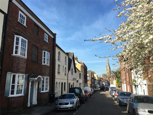 Guide Price £1,250,000, 5 Bedroom House For Sale in Salisbury, SP1