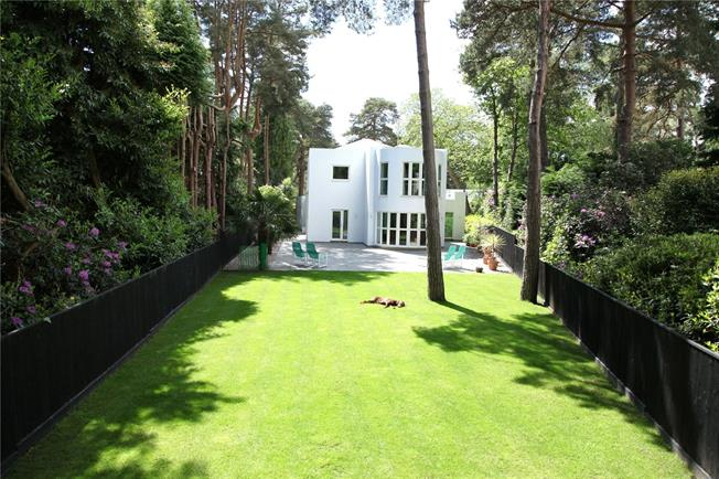 Guide Price £1,600,000, 4 Bedroom Detached House For Sale in Poole, BH13