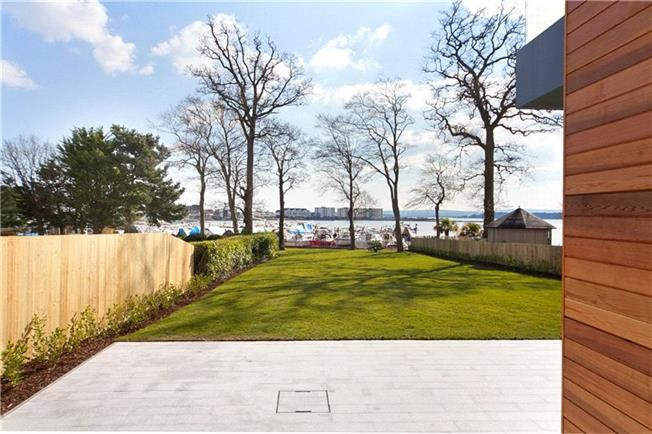 Guide Price £2,395,000, 4 Bedroom Detached House For Sale in Poole, BH14