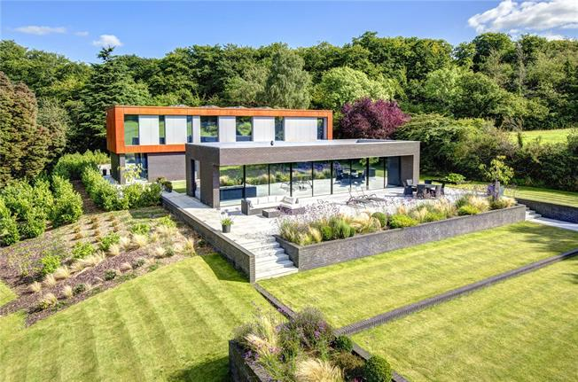 Guide Price £3,000,000, 5 Bedroom Detached House For Sale in Henley-on-Thames, RG9