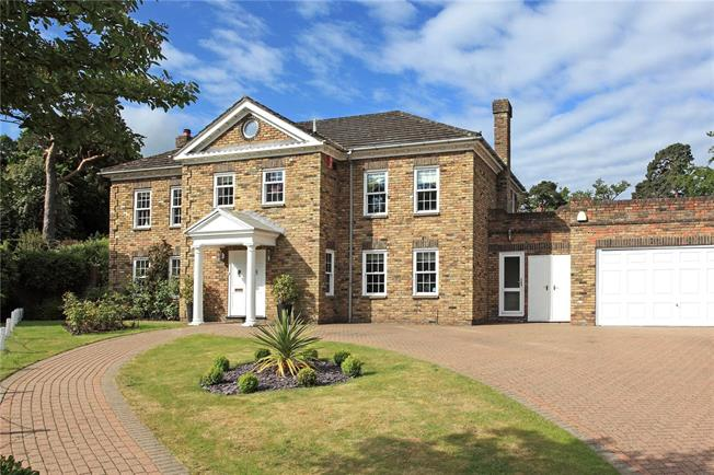 Guide Price £1,650,000, 6 Bedroom Detached House For Sale in Keston, BR2