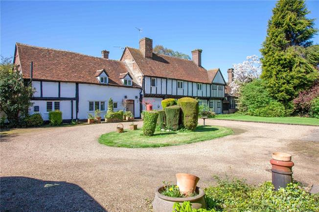 Guide Price £2,000,000, 6 Bedroom Detached House For Sale in Bovingdon, HP3