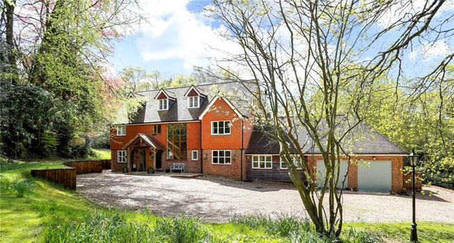 Guide Price £1,695,000, 6 Bedroom Detached House For Sale in Hampshire, GU33