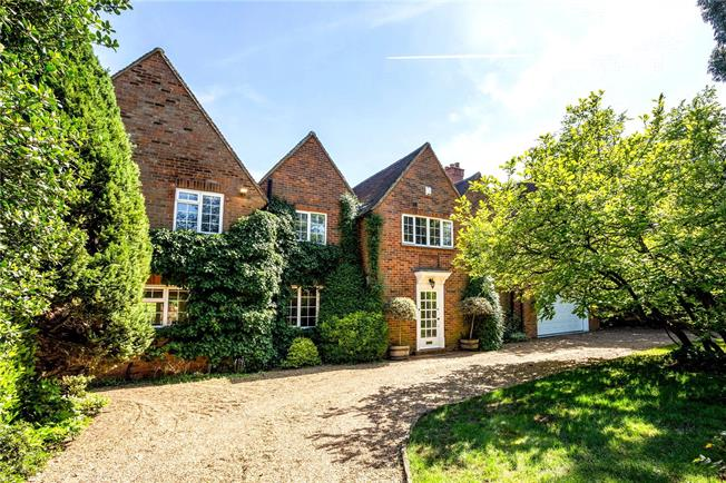 Asking Price £2,250,000, 5 Bedroom Detached House For Sale in Buckinghamshire, SL9