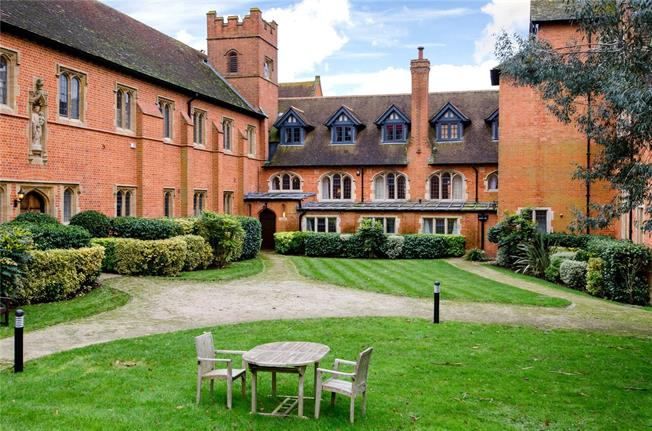 Guide Price £1,195,000, 4 Bedroom Flat For Sale in Reading, Berkshire, RG7