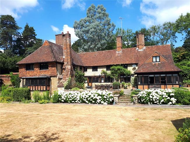 Guide Price £1,995,000, 6 Bedroom Detached House For Sale in Godalming, Surrey, GU8