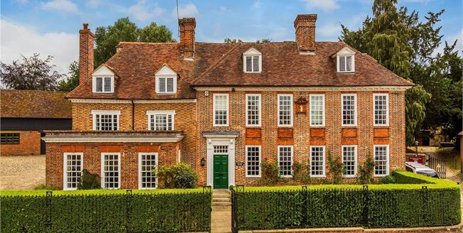 Guide Price £1,495,000, 6 Bedroom Detached House For Sale in Yalding, ME18