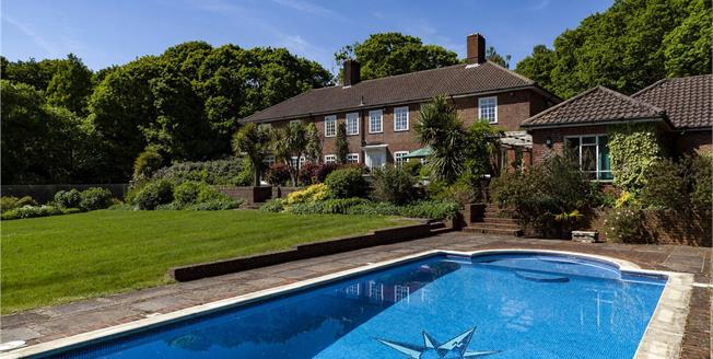 Guide Price £2,125,000, 5 Bedroom Detached House For Sale in Durford Wood, GU31