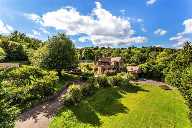 Guide Price £1,400,000, 4 Bedroom Detached House For Sale in Woldingham, CR3