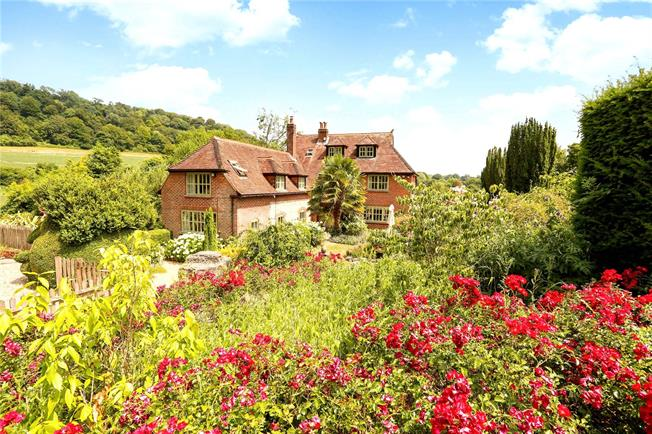 Guide Price £1,650,000, 6 Bedroom Detached House For Sale in Hampshire, GU33