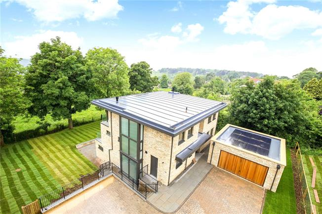 Guide Price £1,295,000, 4 Bedroom Detached House For Sale in Rodborough Common, GL5