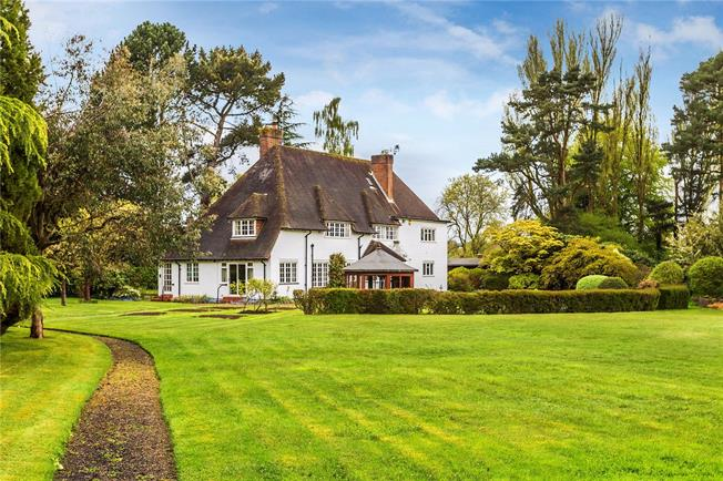 Guide Price £1,795,000, 6 Bedroom Detached House For Sale in Surrey, RH8