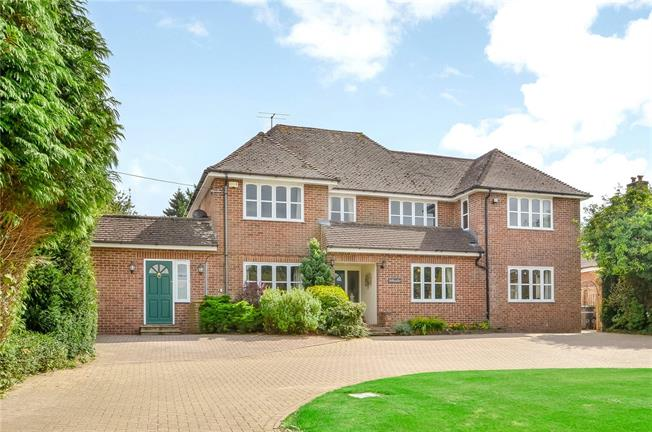 Guide Price £1,750,000, 5 Bedroom Detached House For Sale in Winchester, SO22