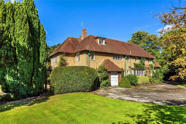 Guide Price £1,800,000, 6 Bedroom Detached House For Sale in Sevenoaks, Kent, TN15