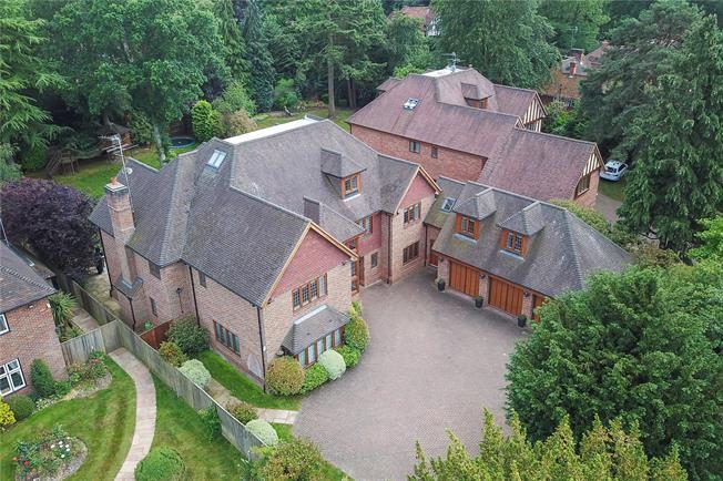 Guide Price £2,500,000, 7 Bedroom Detached House For Sale in Gerrards Cross, SL9