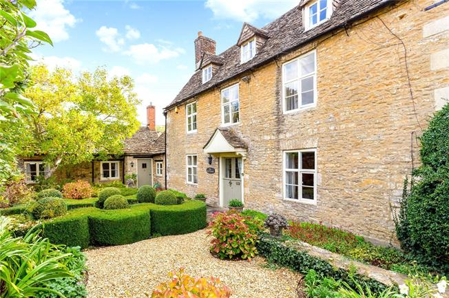 Guide Price £995,000, 5 Bedroom Detached House For Sale in Cirencester, Gloucestersh, GL7