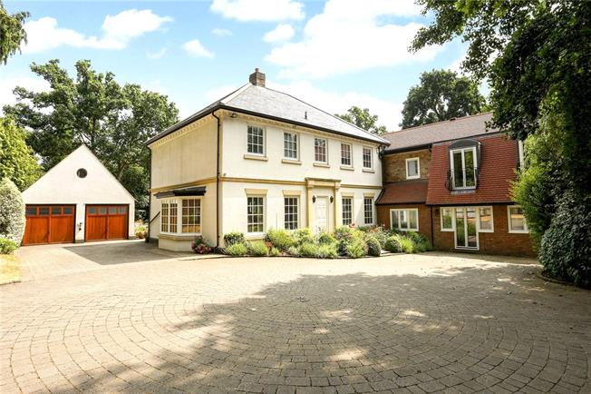 Guide Price £2,250,000, 5 Bedroom Detached House For Sale in Ascot, SL5