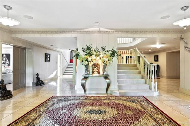 Asking Price £4,500,000, 7 Bedroom Detached House For Sale in Surrey, KT13